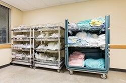 Wäschesortierwagen mit hygienischer Trennung